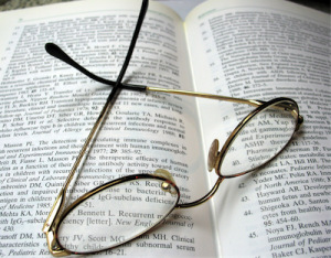 Book_ReadingGlass_01